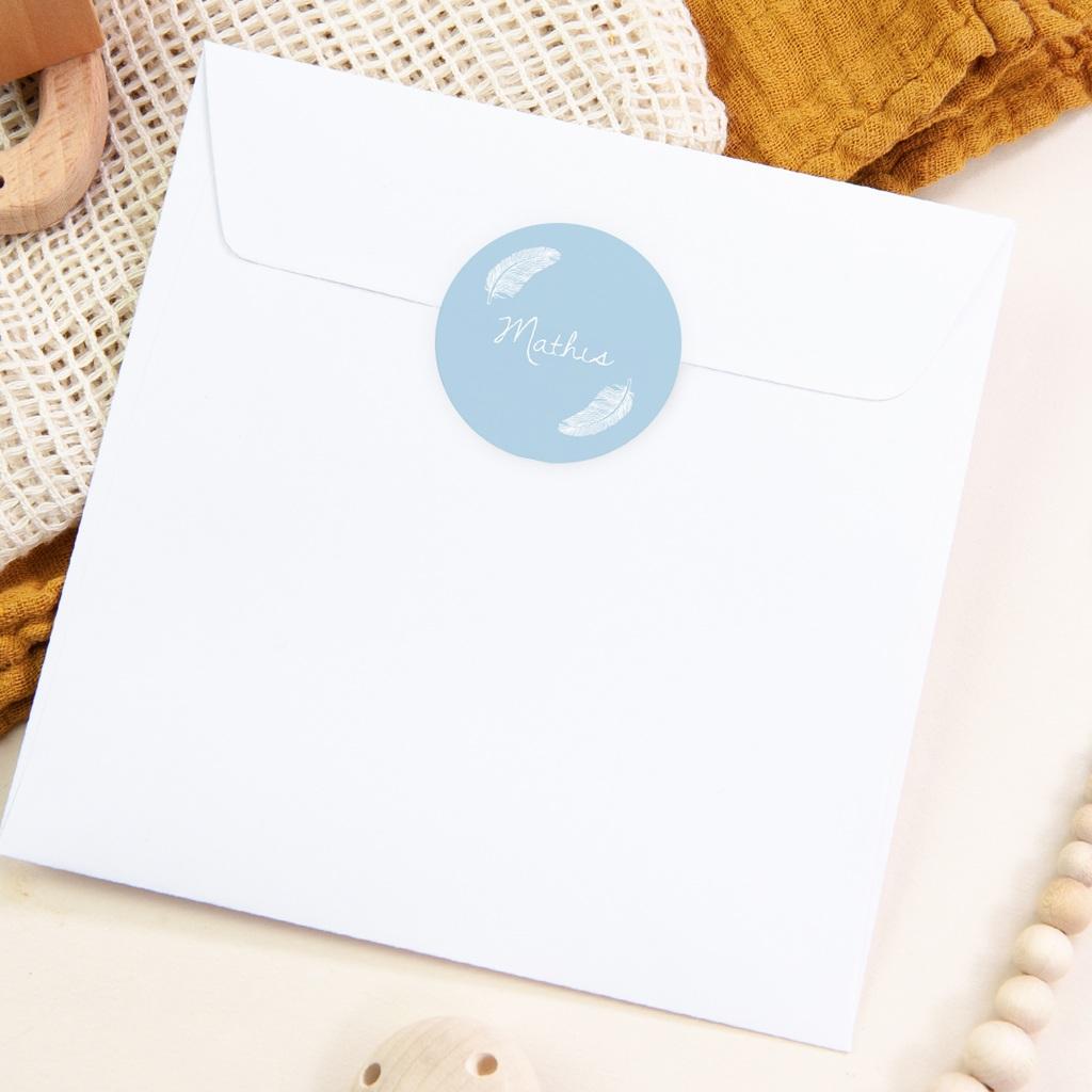 Sticker Enveloppe Naissance Douces plumes bleu pastel pas cher