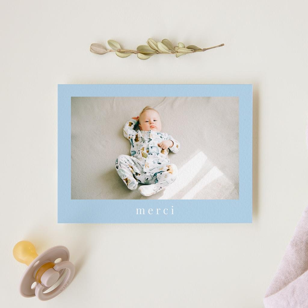 Carte de Remerciement Naissance Douce Plume Bleu gratuit