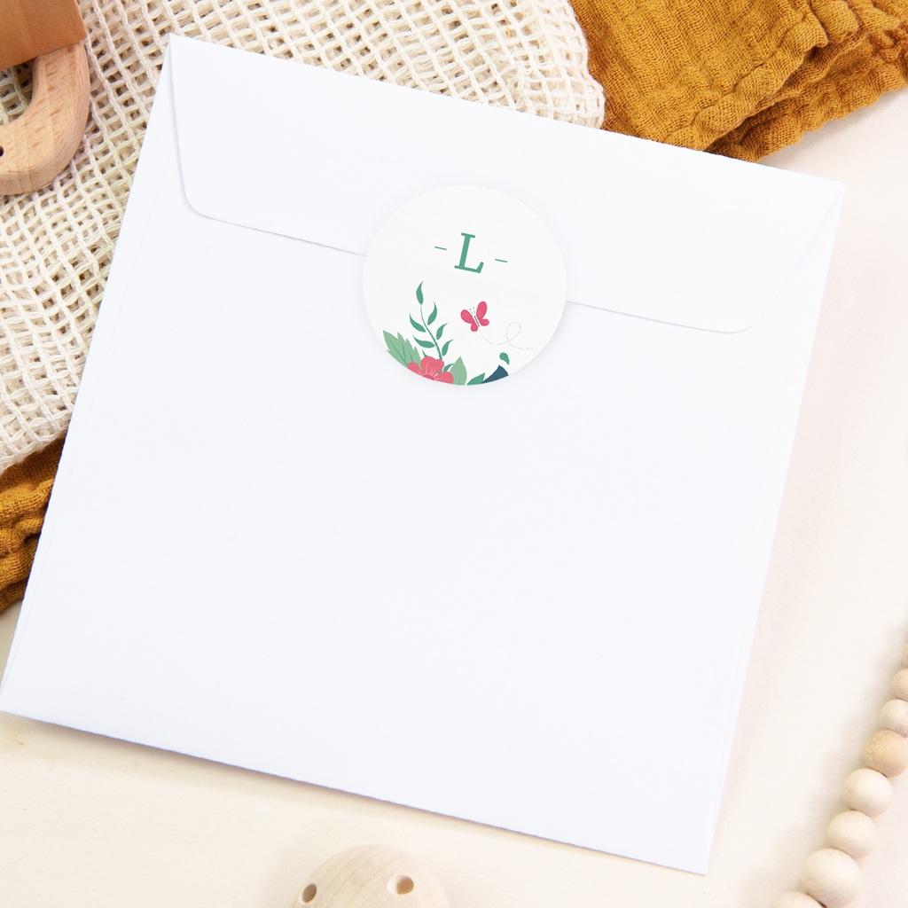 Sticker Enveloppe Naissance Fleur et Papillon, Initiale pas cher