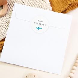 Sticker Enveloppe Naissance Billet d'avion bleu, 4, 5 cm pas cher