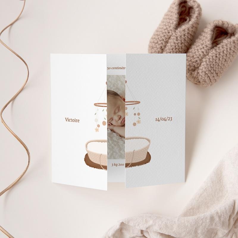 Faire-part de Naissance Suspension Fleurs, Couffin osier, 3 volets gratuit