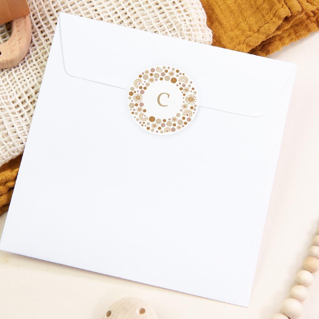 Sticker Enveloppe Naissance Galaxie ensoleillée, couronne et initiale pas cher