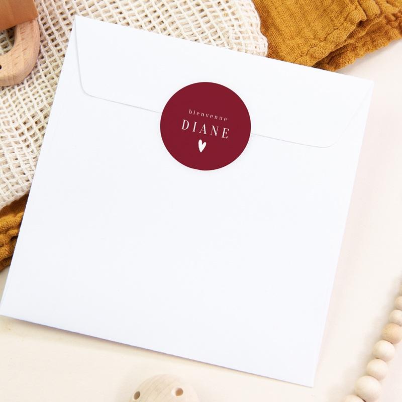 Sticker Enveloppe Naissance Prénom fond rouge, Petit coeur, 4,5 cm pas cher