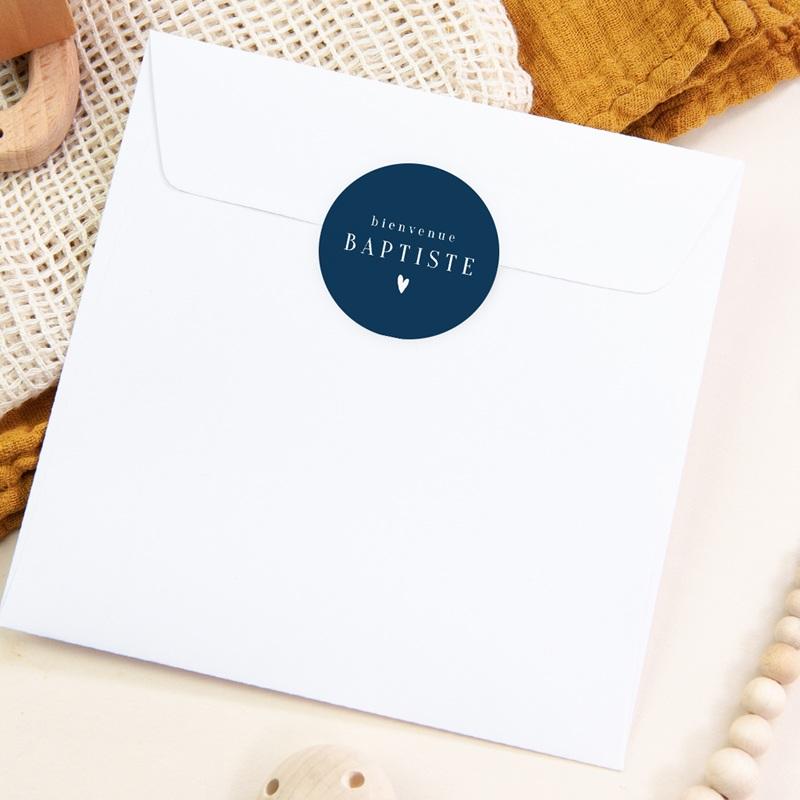 Sticker Enveloppe Naissance Prénom fond Bleu, Petit Coeur, 4,5 cm pas cher